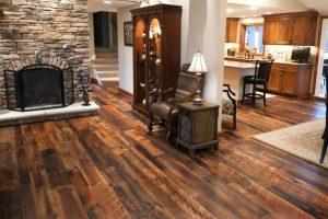 professional-contractor-hardwood-floor-installation-03